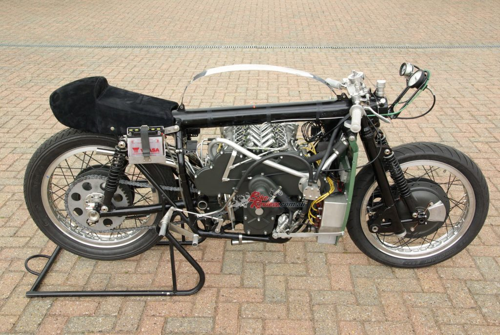 The chassis comprised a 85mm diameter central tubular backbone made from chrome-moly steel, with a twin-downtube duplex steel cradle frame supporting the engine, a triangulated rear sub-frame, and the swingarm pivoting in the crankcase.