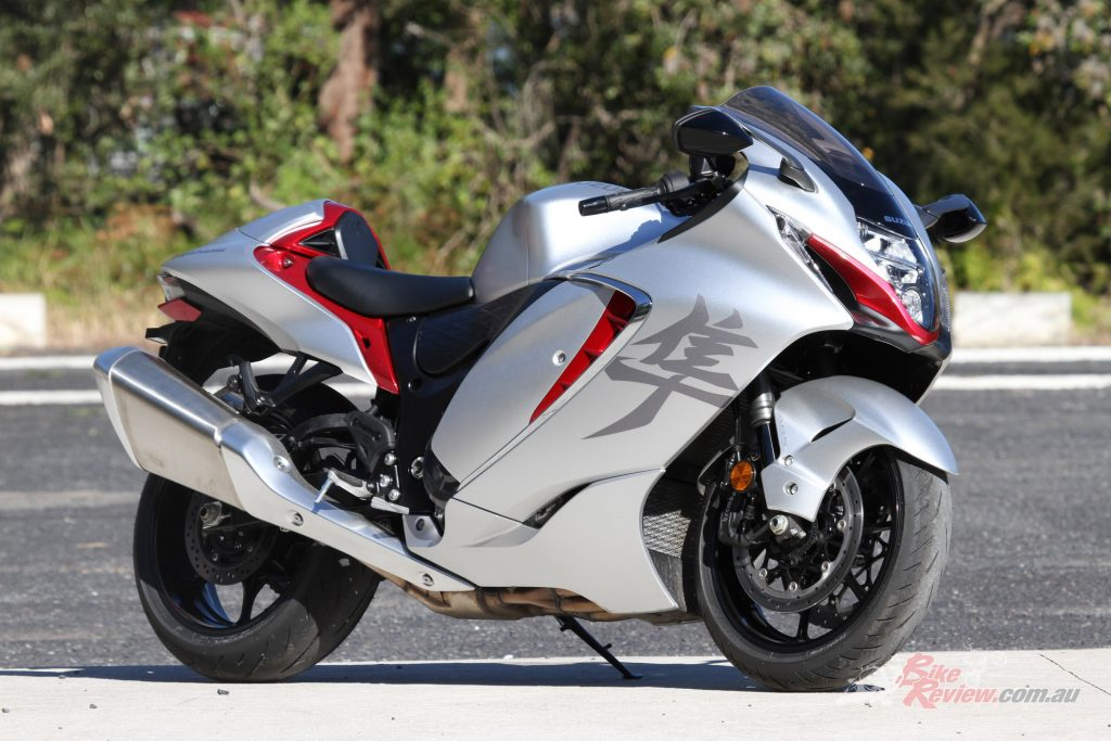 Looking much more sportsbike like and modern GSX-R-ish, the Gen III Hayabusa has sharper lines and looks futuristic in a way that it did compared to other bikes back in 1999...